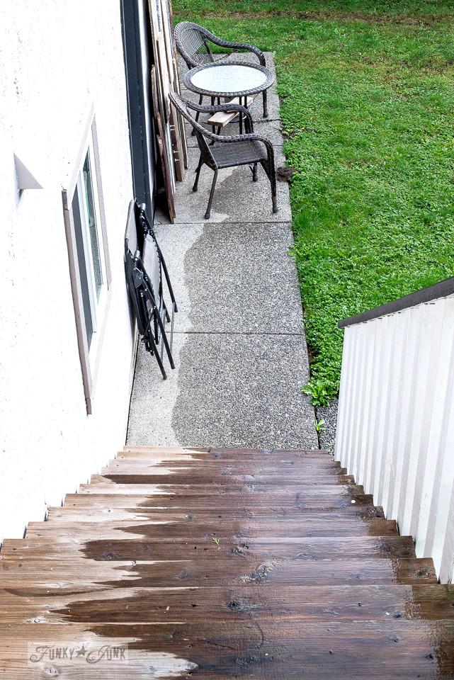 outdoor wicker bistro area| funkyjunkinteriors.net