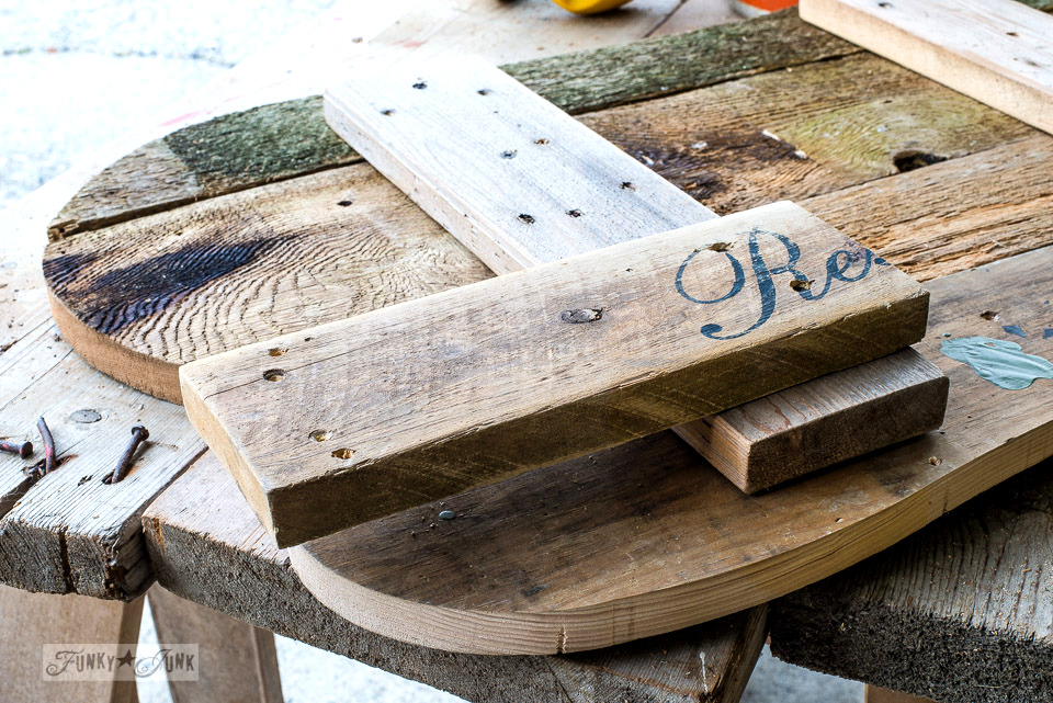 Building a reclaimed wood fall pumpkin sign | funkyjunkinteriors.net