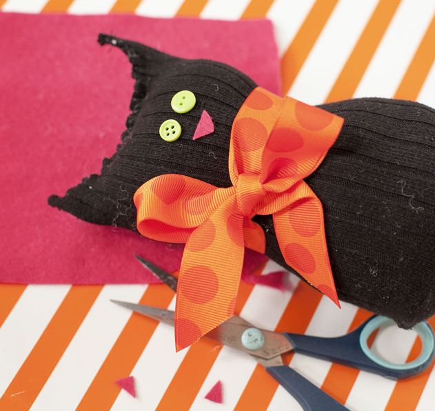 Black cat sock craft by Frog Prince Paperie, featured on Funky Junk Interiors