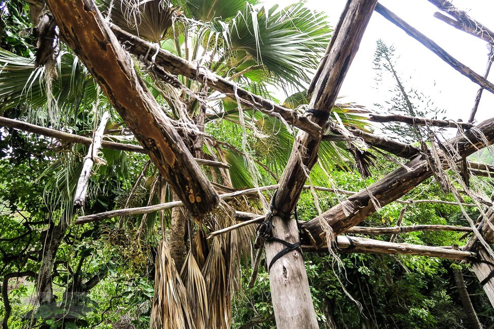 A historic hut in Maui's Kepaniwai Park. funkyjunkinteriors.net