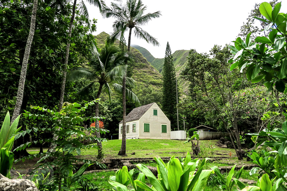 A historic saltbox in Maui's historic Kepaniwai Park. Take the tour! funkyjunkinteriors.net