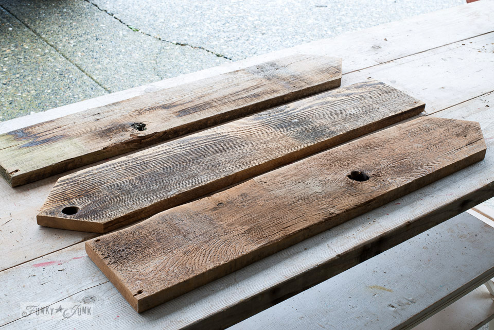 How to cut reclaimed wood fence planks with arrow tips to make Christmas signs | funkyjunkinteriors.net
