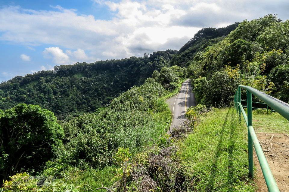 The scenic lookouts along The Road To Hana, Maui, Hawaii | funkyjunkinteriors.net