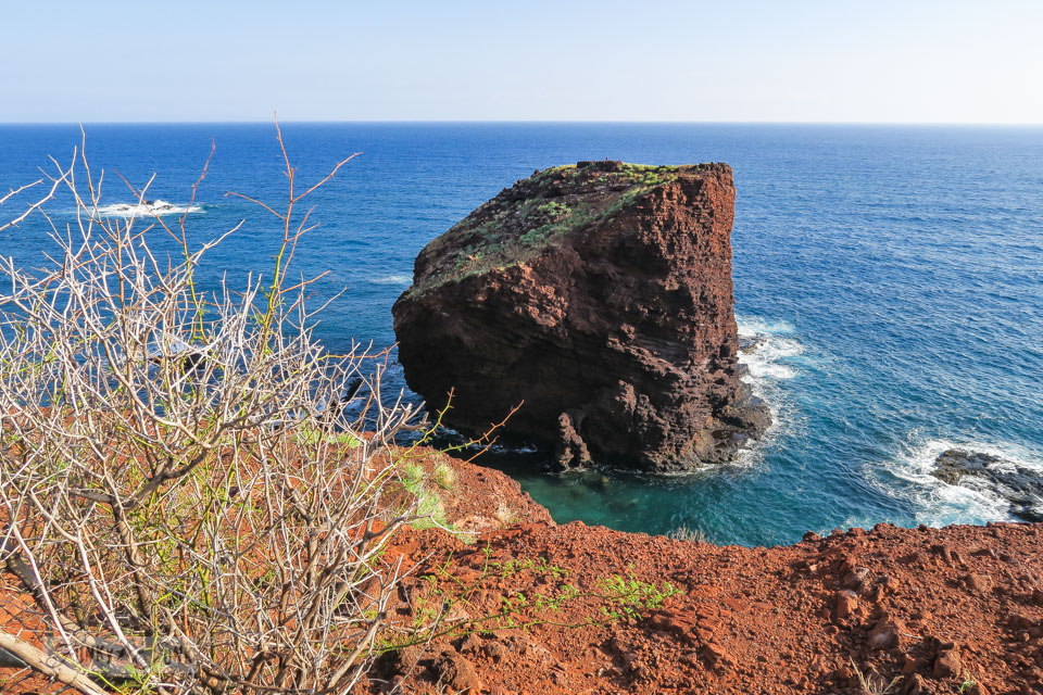 The gorgeous coastal area of Sweetheart Rock on the island of Lanai, Hawaii