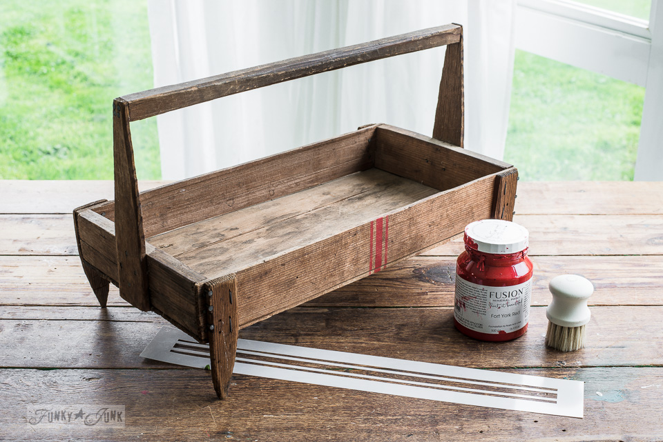 Grain sack striped rustic tote gets the vintage treatment with Funky Junk's Old Sign Stencils and Fusion Mineral Paint. #oldsignstencils #fusionmineralpaint #grainstackstripes #fortyorkred #rustic #tote #farmhouse