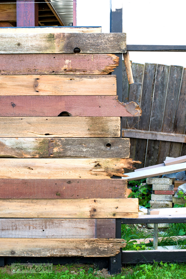 How I built a rustic reclaimed wood garden fence. No sawing of the planks was required, just a cordless drill and screws.