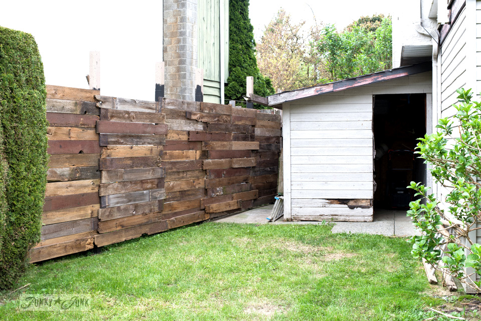 How I built a rustic reclaimed wood garden fence. No sawing of the planks required, and attached with a cordless drill and screws. Perfect farmhouse look!