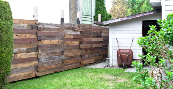 building a reclaimed wood garden fence-003