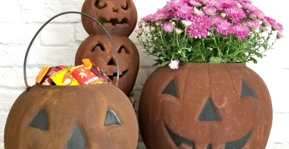 DIY-faux-rust-finish-upcycled-plastic-pumpkins-for-easy-junky-Halloween-decor-by-Sadie-Seasongoods