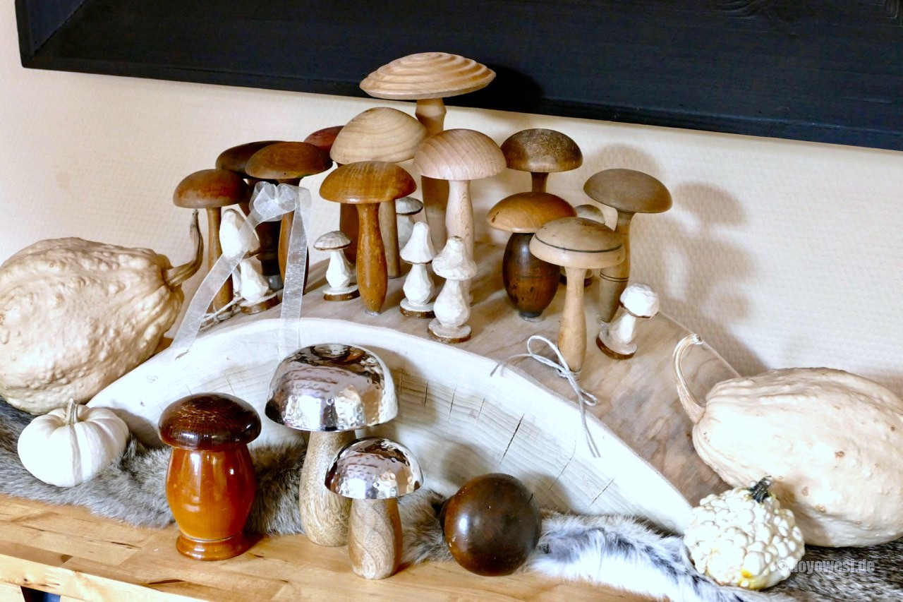Charming fall wooden mushroom collection by Karin Urban - Natural Style, featured on Funky Junk Interiors