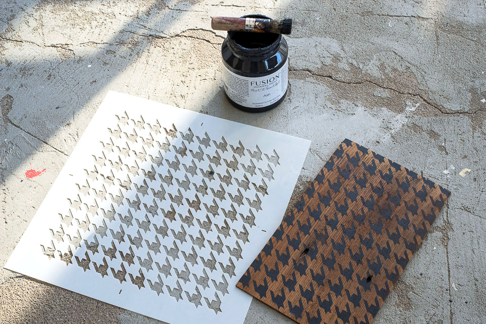 Houndstooth - small stencil from Funky Junk's Old Sign Stencils and Ash from Fusion Mineral Paint to stencil a houndstooth pattern for a side table door transformation. Click to learn how.