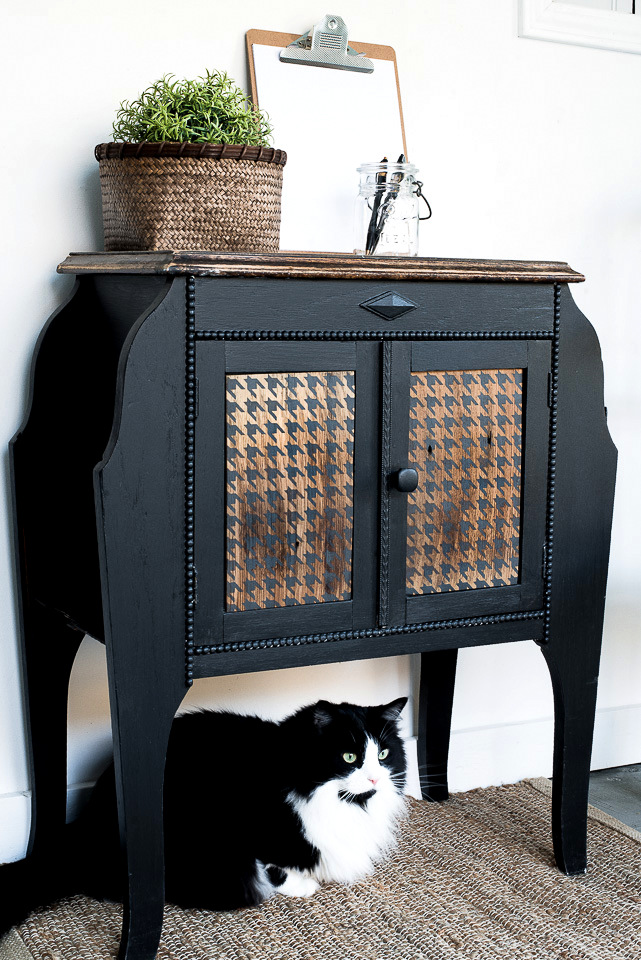 Black sidetable with stenciled Houndstooth wood panels-007