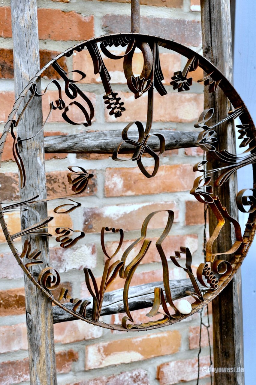 Wire shaped spring wall art by Karin Urban - Natural Style, featured on Funky Junk Interiors