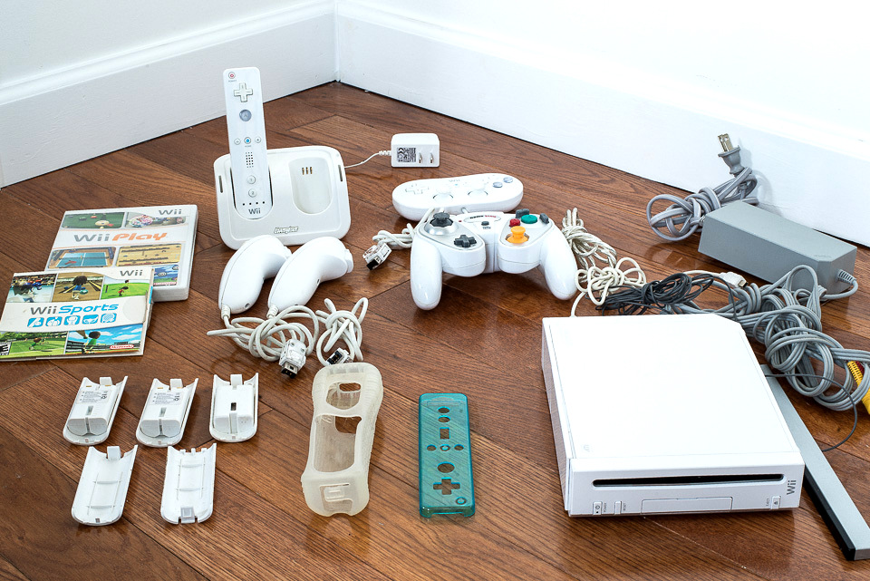 Complete Wii system with various controllers and rechargeable batteries.