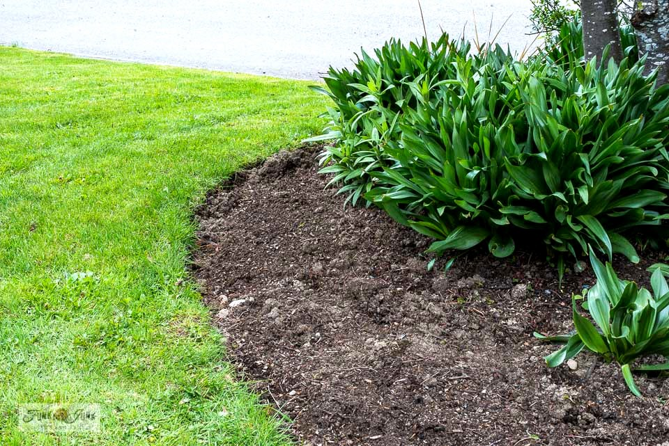 Learn how to freshen up flowerbed edges like a pro - part 2 with video! These easy steps using simple garden tools will turn your flowerbeds into show stoppers!