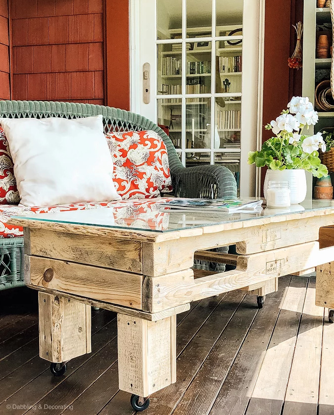 Pallet wood coffee table by Dabbling and Decorating, featured on Funky Junk Interiors