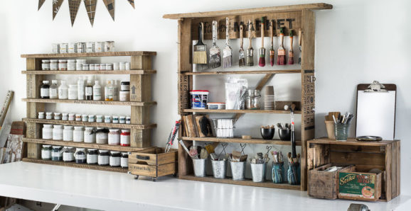 easy paint shelf with shipping crate stamp stencils-012