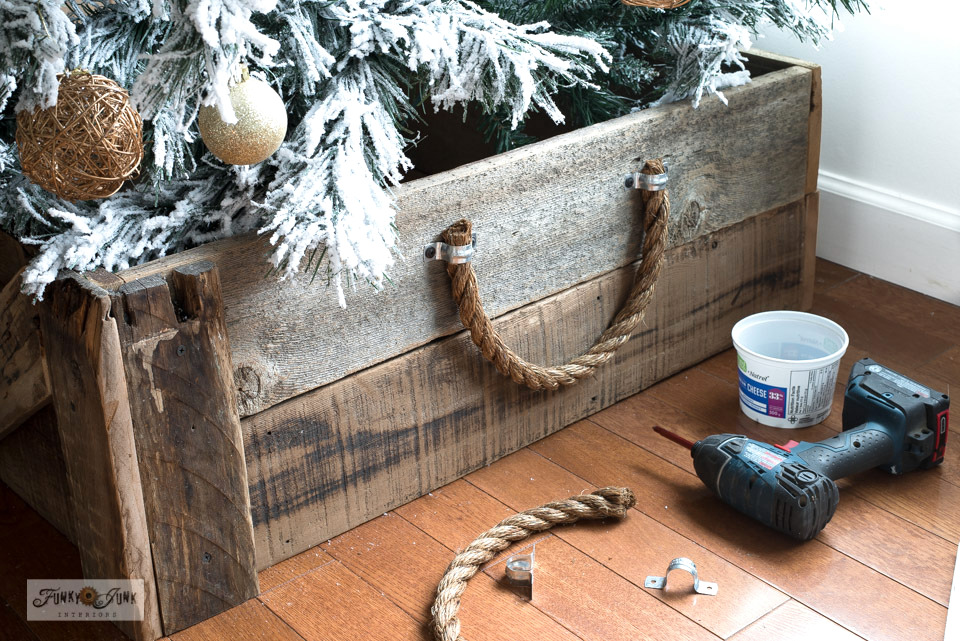 Learn how to build this reclaimed wood rustic farmhouse tree skirt with thick rope handles. Easy tutorial!