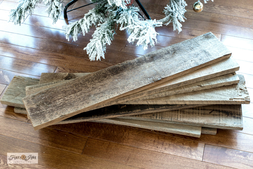 Learn how to turn fence planks into a charming rustic farmhouse tree skirt!