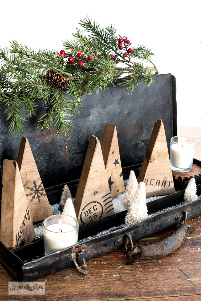 Wood scrap Christmas trees / Make Christmas sign decorating ideas using reclaimed wood and stencils! Click to tutorials, stencil links and helpful videos!