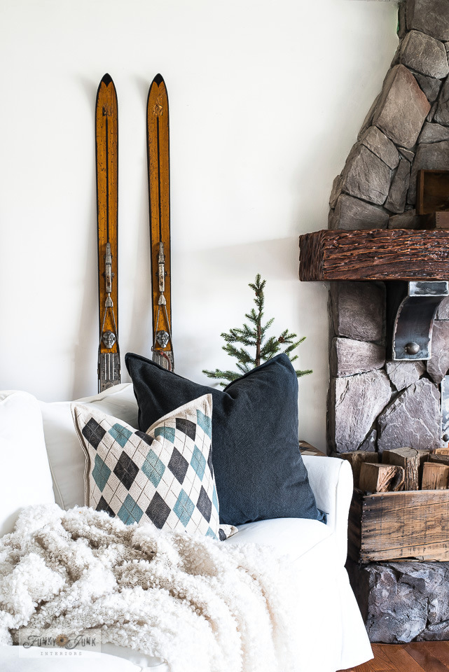 Take this charming ski-themed winter decorating tour! Includes cozy argyle pillow, snowshoes, winter wood scrap trees and more complete with tutorials!