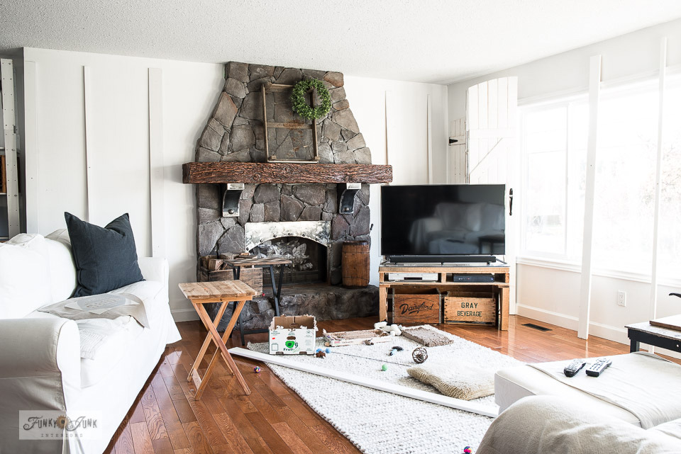 A neutral living room before decorating for spring