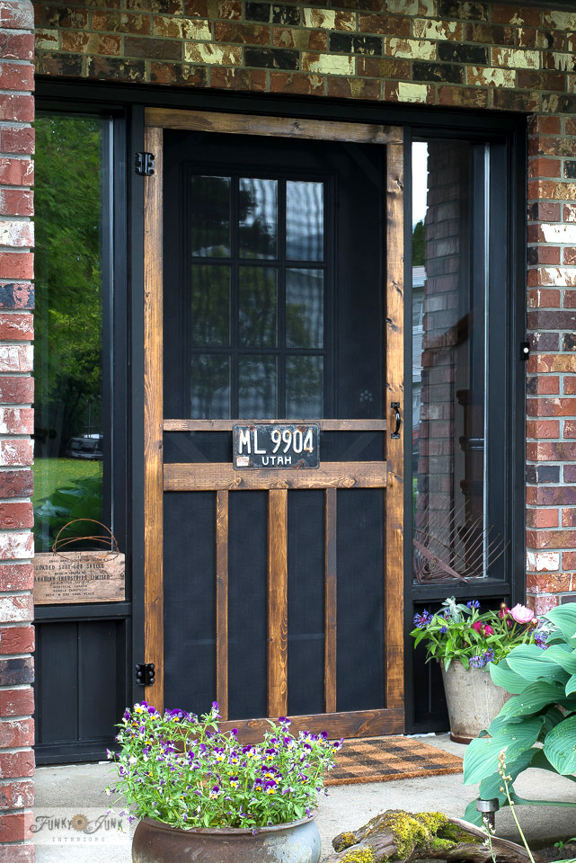 Learn how to build this charming rustic screen door from scratch! Features pet screen material, plus how to use a Kreg Jig. Click for full tutorial and video. #building #screendoor #curbappeal #frontdoors #kregjig