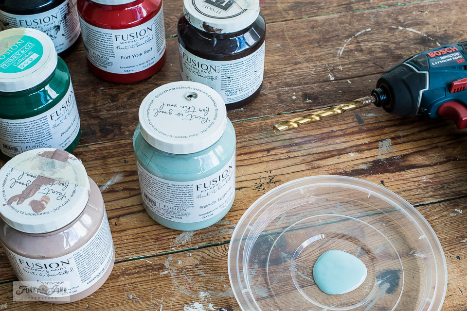 Unstick those stuck paint lids with this DIY paint pouring lid hack, that turns potentially any paint lid into a pouring spout! Click to learn how through a full blog post tutorial plus a video making this hack a breeze to learn! #fusionmineralpaint #painthack #furniturepaint