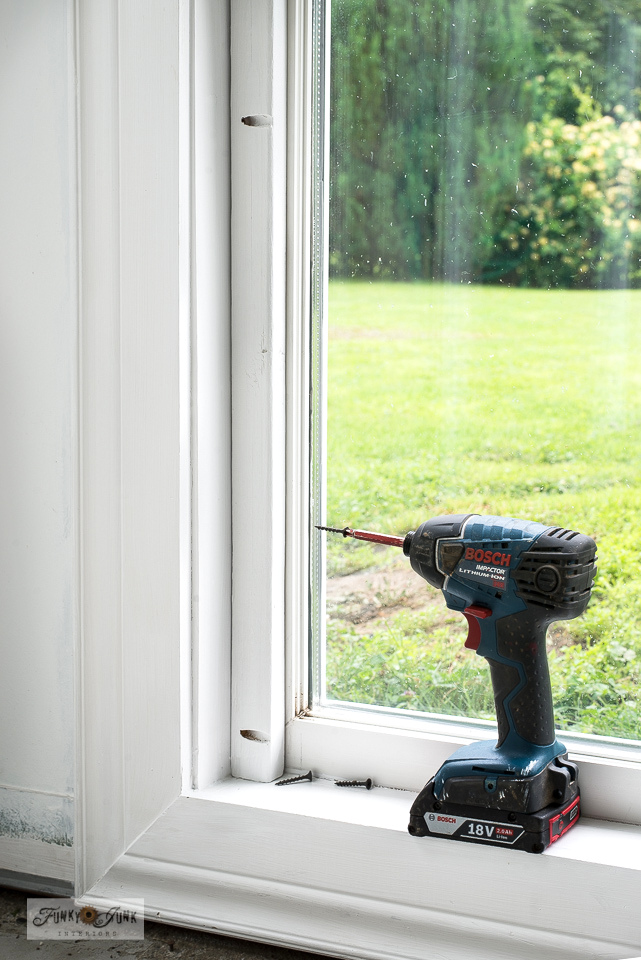 How to use a Kreg Jig to create a wood frame window screen for a tricky 2-handled window! #windows #windowtreatments #screens #windowscreens #kregjig