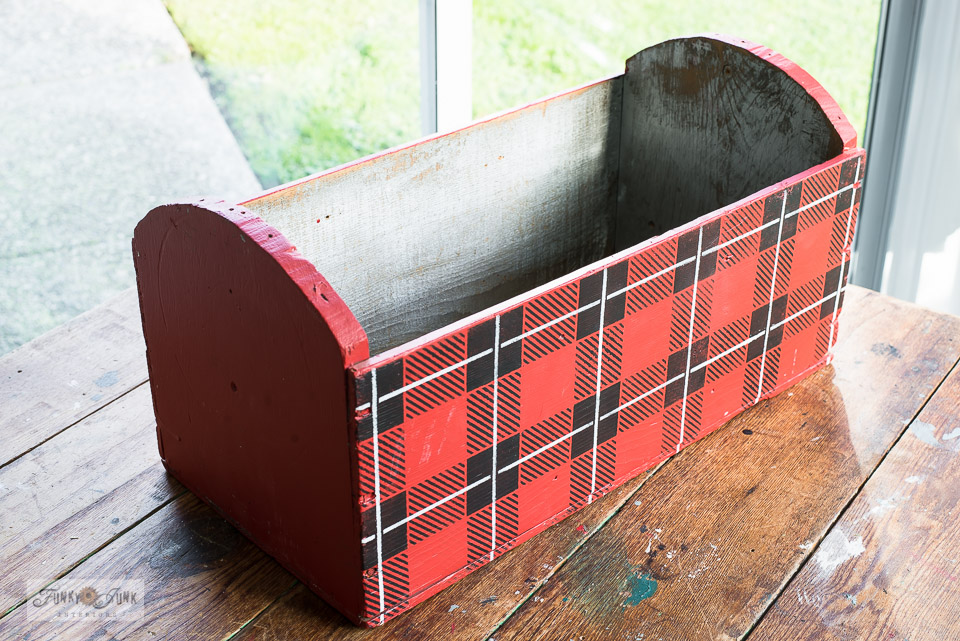 Buffalo Checked humming bird heater feeder crate