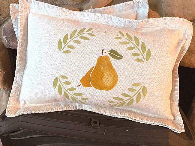 No-sew placemat pillows by Homeroad, featured on DIY Salvaged Junk Projects 551 on Funky Junk!