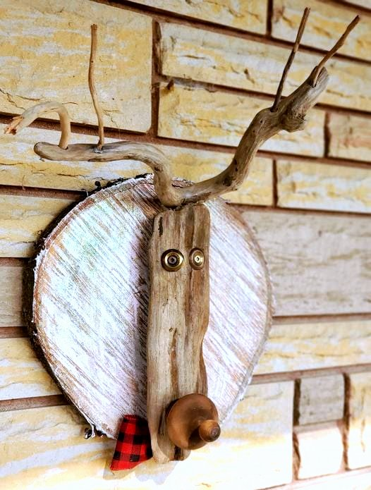 Reclaimed wood Christmas reindeer head by Junky Encores, featured on DIY Salvaged Junk Projects 553 on Funky Junk!
