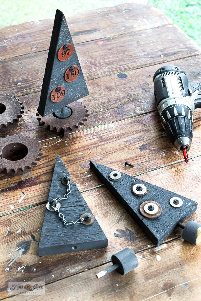 Learn how to make these steampunk industrial wood Christmas trees with rusty gear bases using any rusty junk you have on hand! Click to read full tutorial.