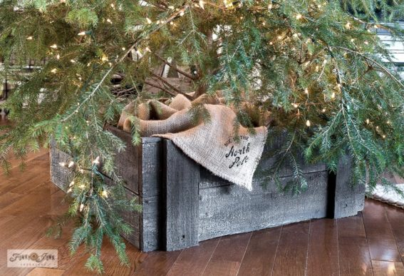Natural Christmas tree in Christmas livingroom home tour-001
