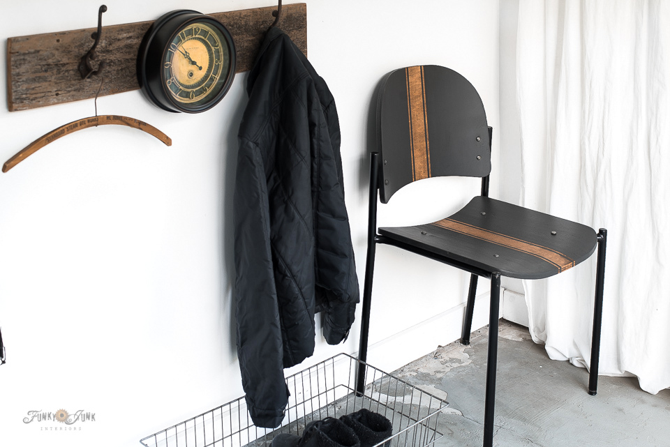Learn how to create a woodgrain grain sack design to a stacking wooden chair! Click to read the full tutorial.