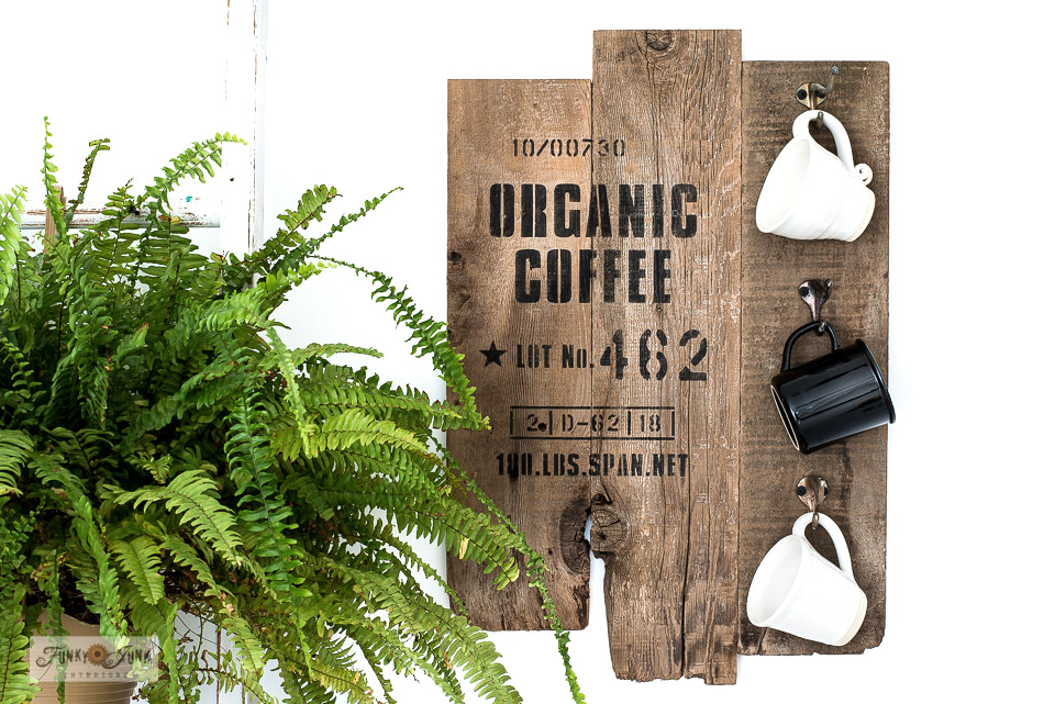 Wood Organic Coffee sign with mugs