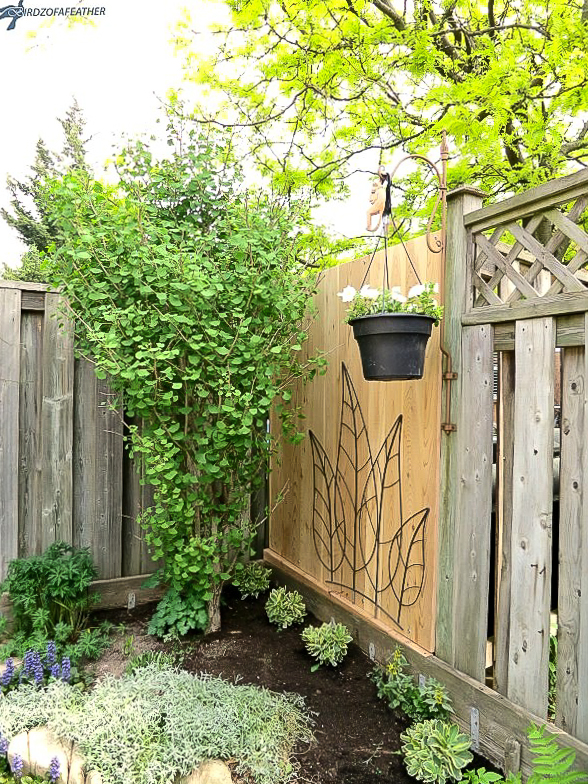 Privacy garden art screen by Birdz of a Feather, featured on DIY Salvaged Junk Projects 577 on Funky Junk!