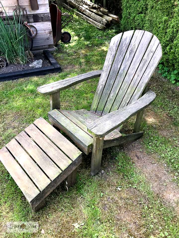 Learn how to clean old wooden adirondack chairs by simply using a pressure washer. Click to see the astonishing after result!