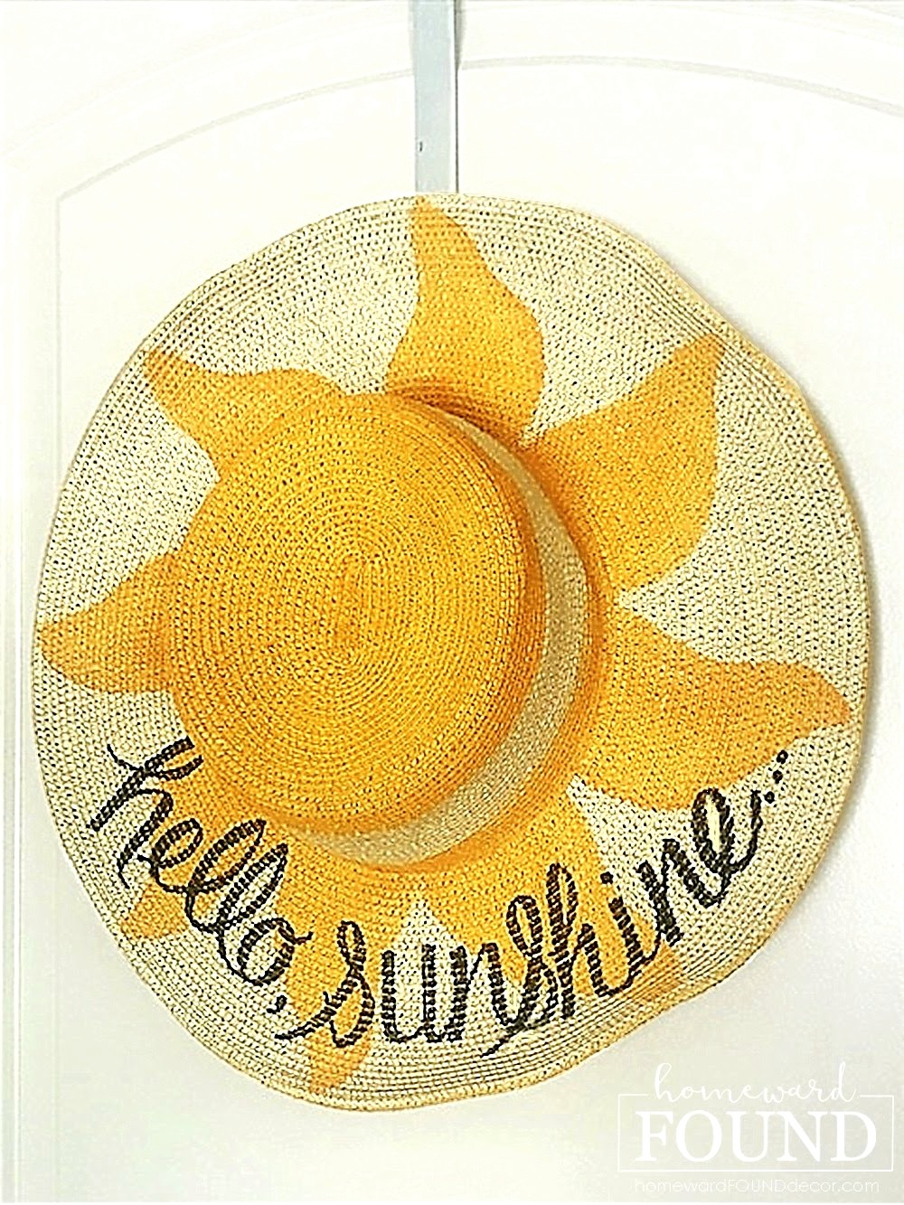 Hello Sunshine straw hat sign by Homeward Found, featured on New Upcycled Projects to Make 580 on Funky Junk!
