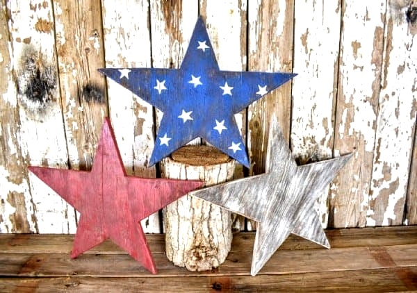 Rustic wooden patriotic stars by Tee Diddly Dee, featured on New Upcycled Projects to Make 581 on Funky Junk!
