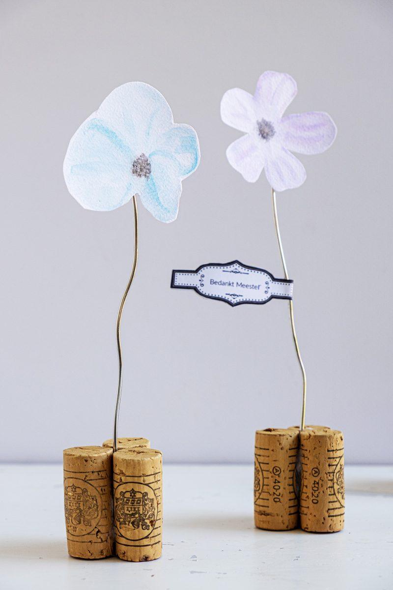 Flores em aquarela em rolhas por Elsa R Blog, apresentado em Novos projetos reciclados para fazer 585 em Funky Junk!