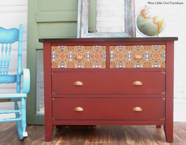 Reforma da cômoda com estêncil marroquino da Wise Little Owl Furniture, apresentada em New Upcycled Projects para fazer 585 no Funky Junk!