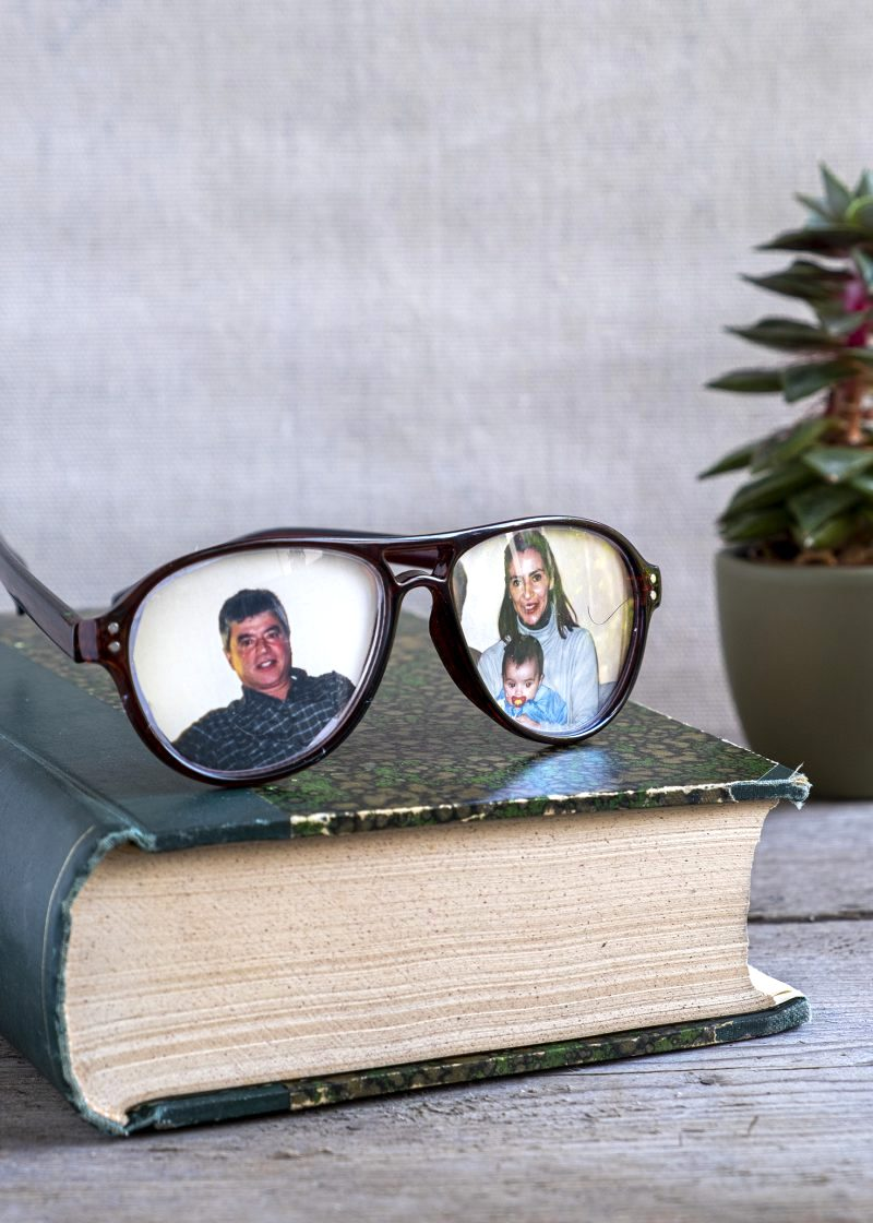 Eyeglass picture frames by Elsa R Blog, featured on New Upcycled Projects to Make 586!