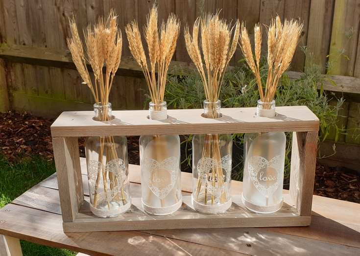 DIY fall wheat wooden vase holder by Upcycle This DIY That, featured on New Upcycled Projects to Make 595