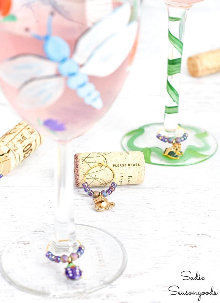 Charms taças de vinho de Sadie Seasongoods, apresentados em New Upcycled Projects to Make 593