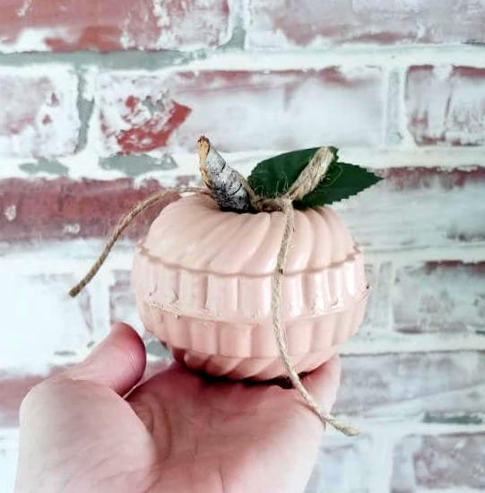 Vintage jello mold pumpkins by Little Vintage Cottage, featured on New Upcycled Projects to Make 598
