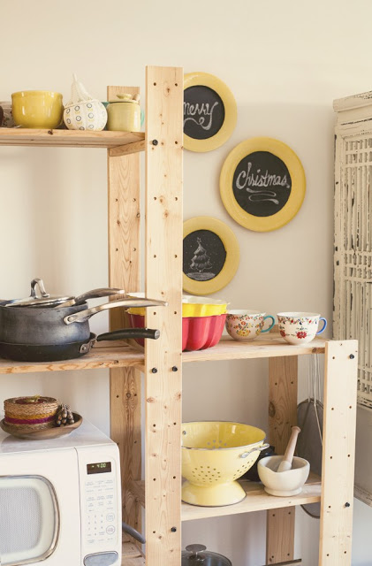 Chalkboard_plate_display_via_Offbeat_and_Inspired
